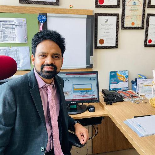 Dr. Abdul D Khan, Orthopaedician Online